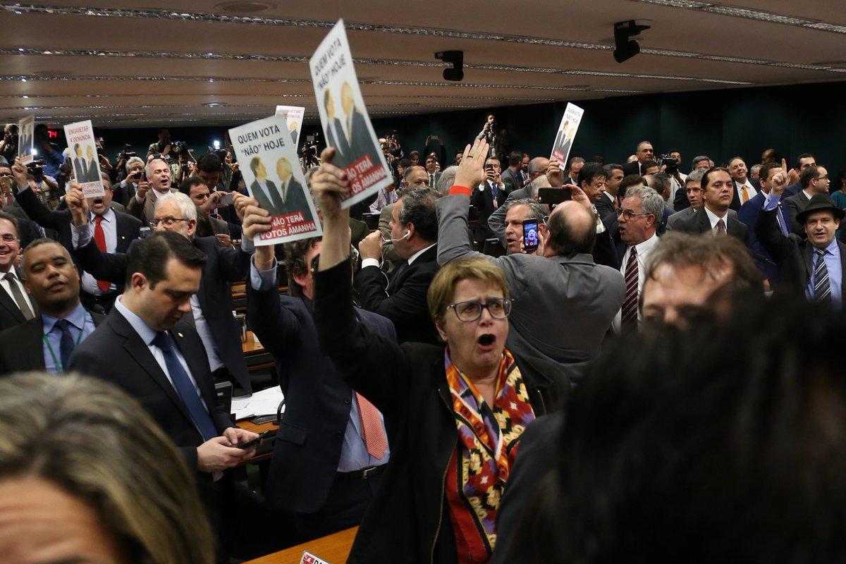 Aliados de Temer dizem que já têm ao menos 257 votos para barrar denúncia na Câmara https://t.co/yeL05K7UnG