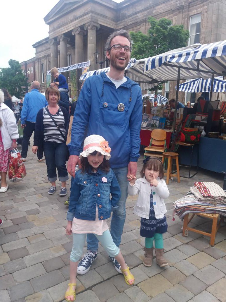 @treaclemarket this Sun.160 stalls+ churchyard with kids games, Vic Barlow dog training, charity stalls, bricabrac #community #childfriendly<br>http://pic.twitter.com/71s1rpixyj