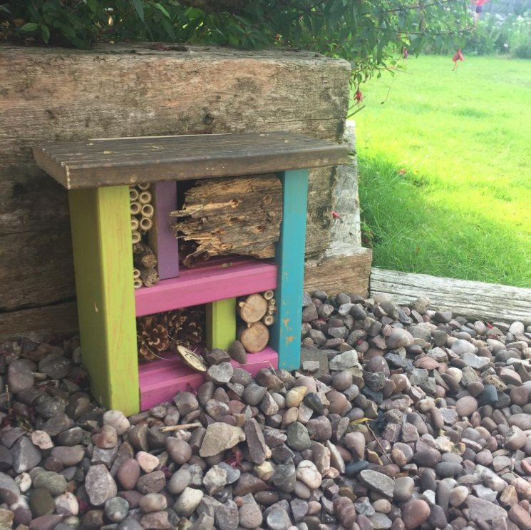 What a fab new home one of our #handmade bug houses has found itself #HandmadeHour<br>http://pic.twitter.com/zgvlBlDbch