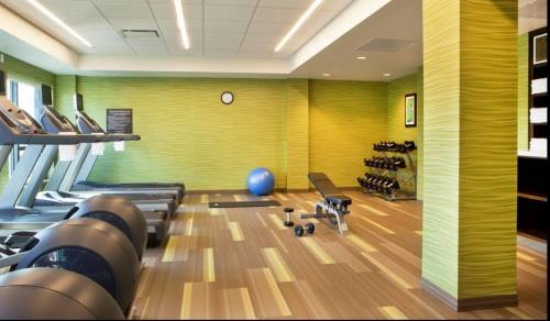 Don't give up your exercise routine; our #fitness center is complete with free weights & cardio equipment.  #Travelandfitness #Bostonpic.twitter.com/sprhA3IoZJ