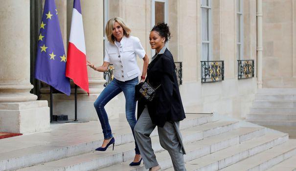 A l'Elysée, Rihanna a vécu une rencontre 'incroyable' avec le couple Macron https://t.co/M1p7lux2no