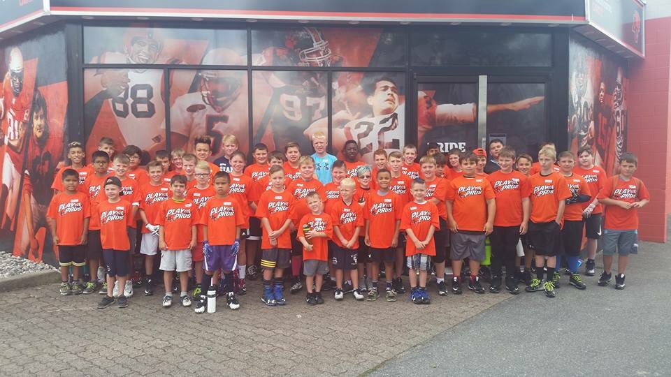 Big thank you to @BCLions Play with the Pros camp today. 50 Chilliwack Giants came out, showed their skills #chilliwack #football #bclions<br>http://pic.twitter.com/S2eAzDH5Kh