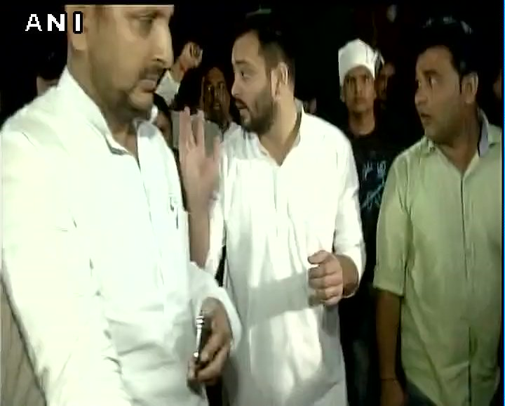 #InPics | #TejashwiYadav marches towards Raj Bhavan along with other RJD members LIVE coverage: http://ndtv.com/live #NitishKumar #Biharpic.twitter.com/ ...