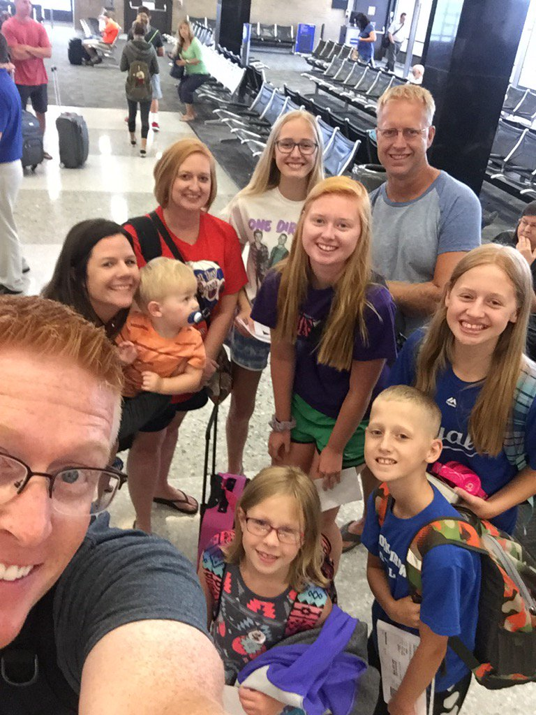 Check out this group of travel companions! #LAX here we come.  @caraleader18<br>http://pic.twitter.com/jvqDM9QuUS