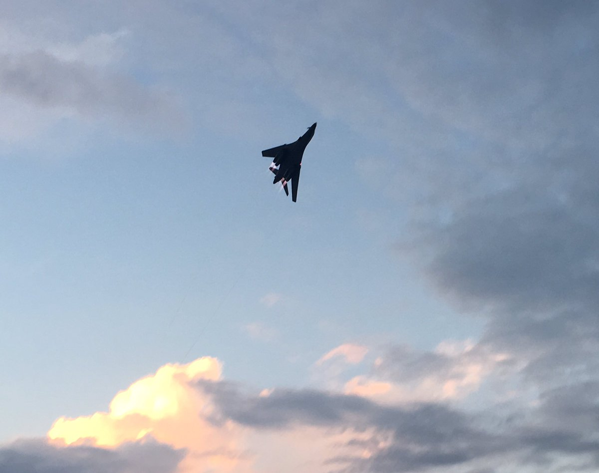 The evening sky is even more gorgeous with a B-1B in it. #avgeek #OSH17<br>http://pic.twitter.com/JCVVphLjmT