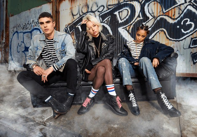 .@carovreeland stars in @SteveMadden's new 90s grunge-meets-'70s glamour ad campaign https://t.co/zBD2akSovD https://t.co/TxHgFF1BXy