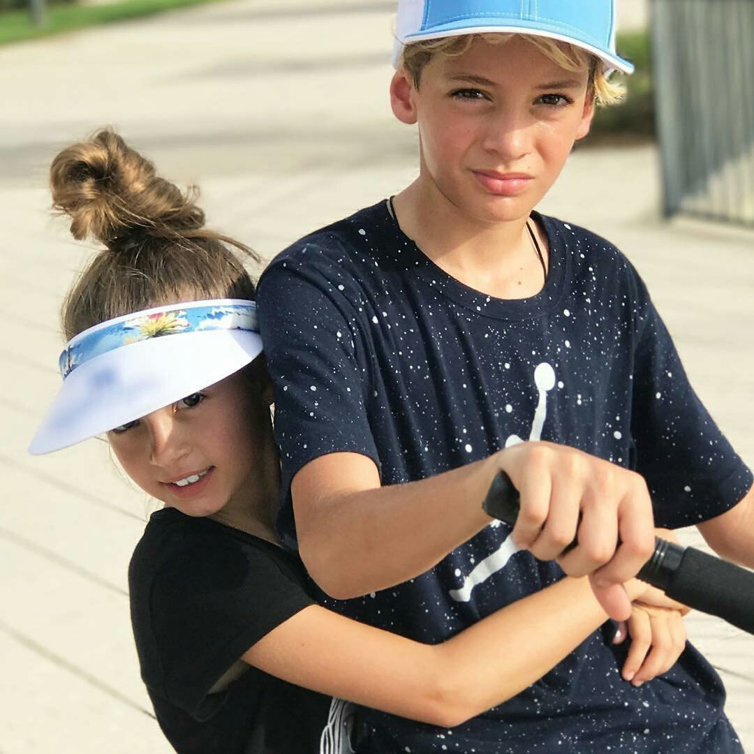 #IG  @Tophy19     With my beautiful but crazy sister con mi hermosa pero loquita hermana... #kaileylevy   @Elygutierrez19  @willylevy29<br>http://pic.twitter.com/vBewDN9Uru