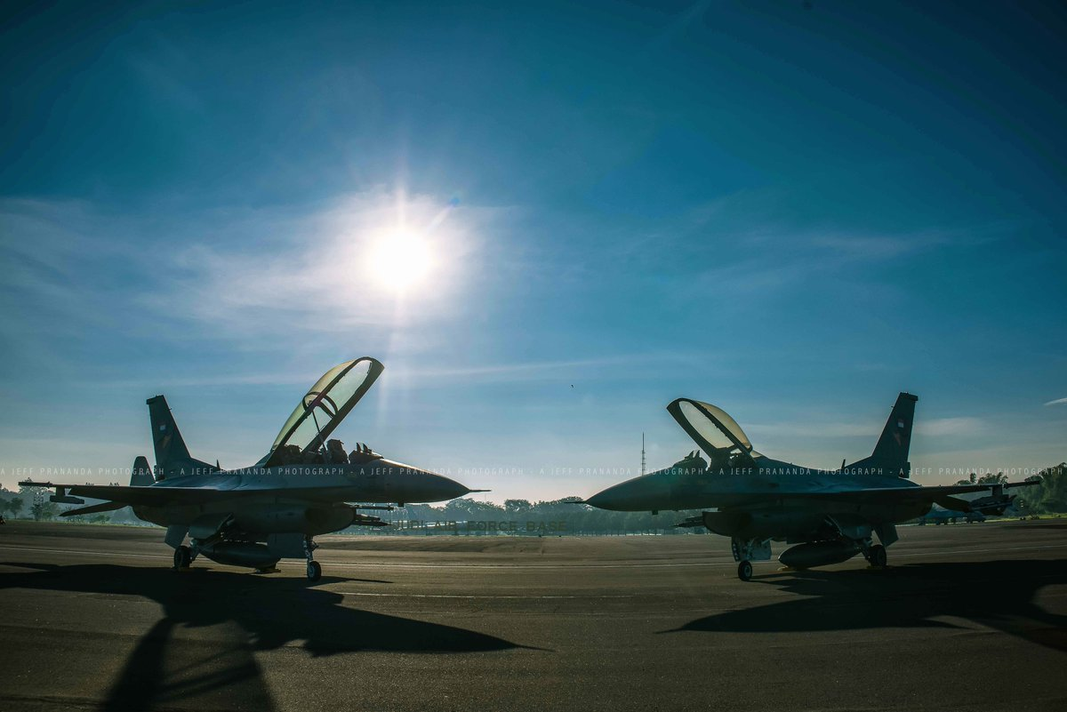 Falcon Brothers #AirForce #F16 #avgeek <br>http://pic.twitter.com/UpdCwaJbXJ
