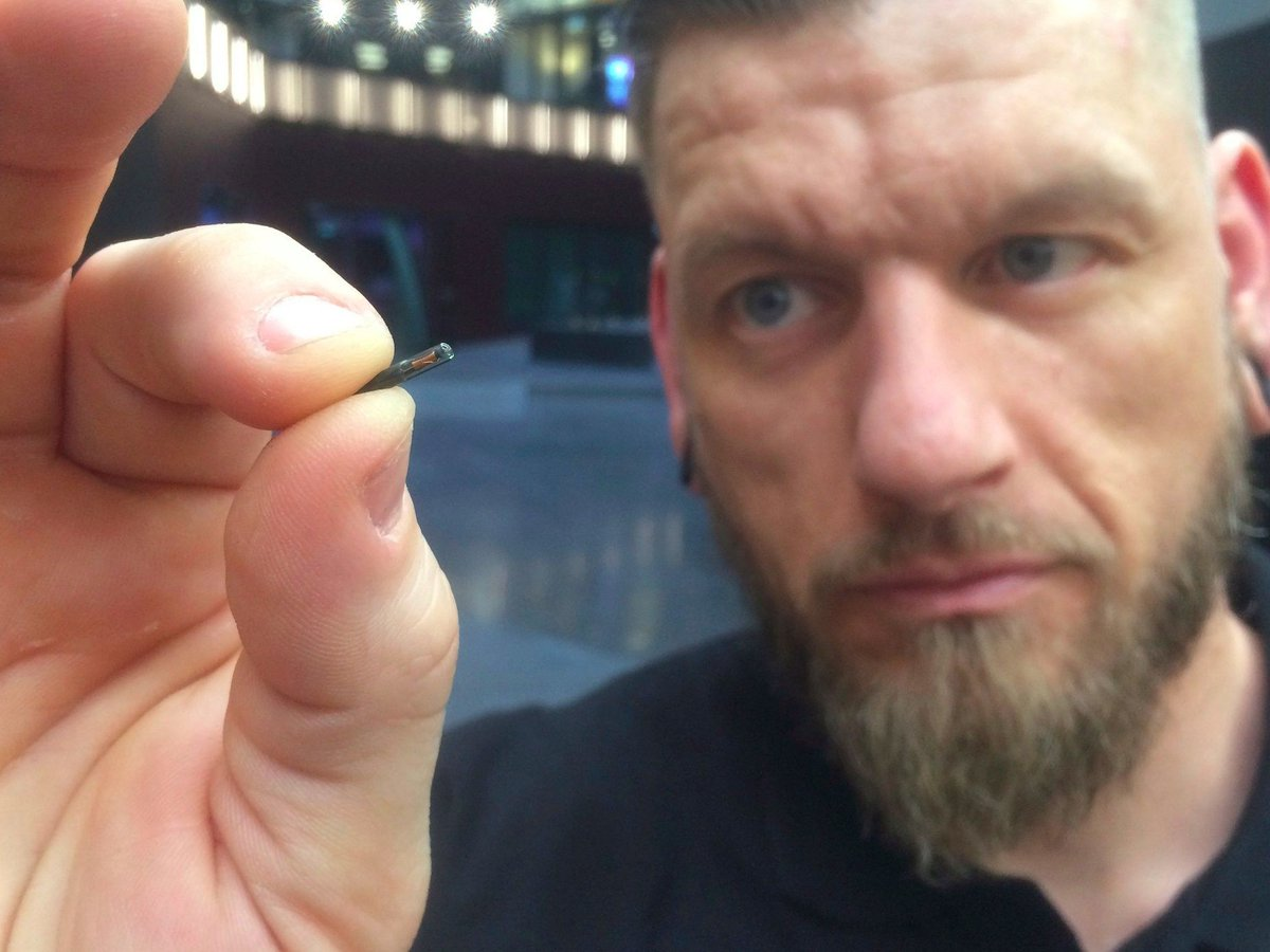 This Swedish company is implanting microchips in its employees  http:// wef.ch/2uBx6v5  &nbsp;   #leadership <br>http://pic.twitter.com/e2DRlCfZG4