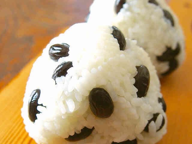 Enjoy your Lunch(๑&#39;ڡ&#39;๑)୨♡ #onigiri #lunch #mogumogu #japanesefood #happy #yammy<br>http://pic.twitter.com/p7GLDqEdQM