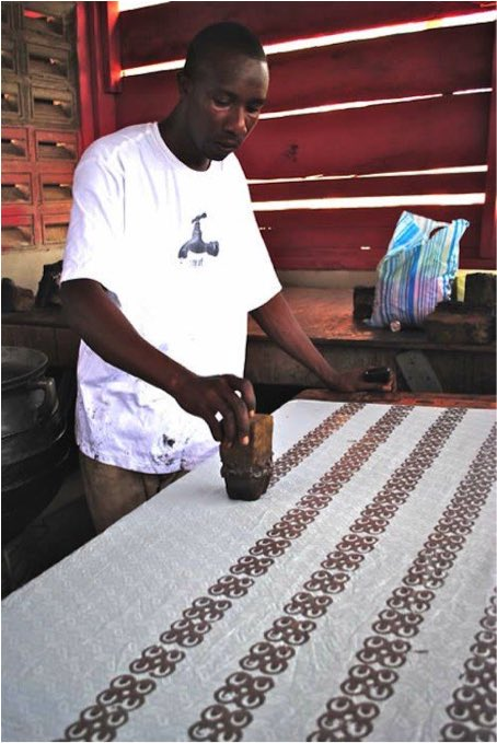 Traditional adinkra #fabric painting of Ghana #inspiration<br>http://pic.twitter.com/Ad29ceahab