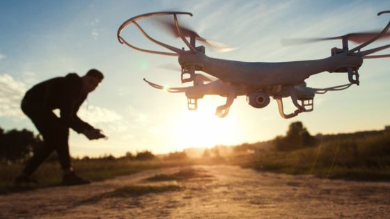 UK government&#39;s #drone collision report criticised - BBC News  http:// bbc.in/2u1VjbV  &nbsp;   #dronevideo #quadcopter #tech<br>http://pic.twitter.com/nFLQxST9uJ
