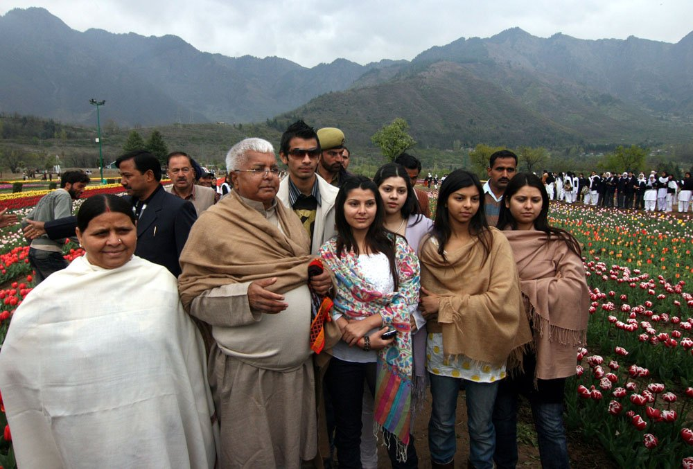Once upon a time..aache din of Lalu prasad yadav and family in Kashmir! #LaluYadav #MoneyLaundering #BiharCrisis #Politics #India<br>http://pic.twitter.com/58InHPXWd1