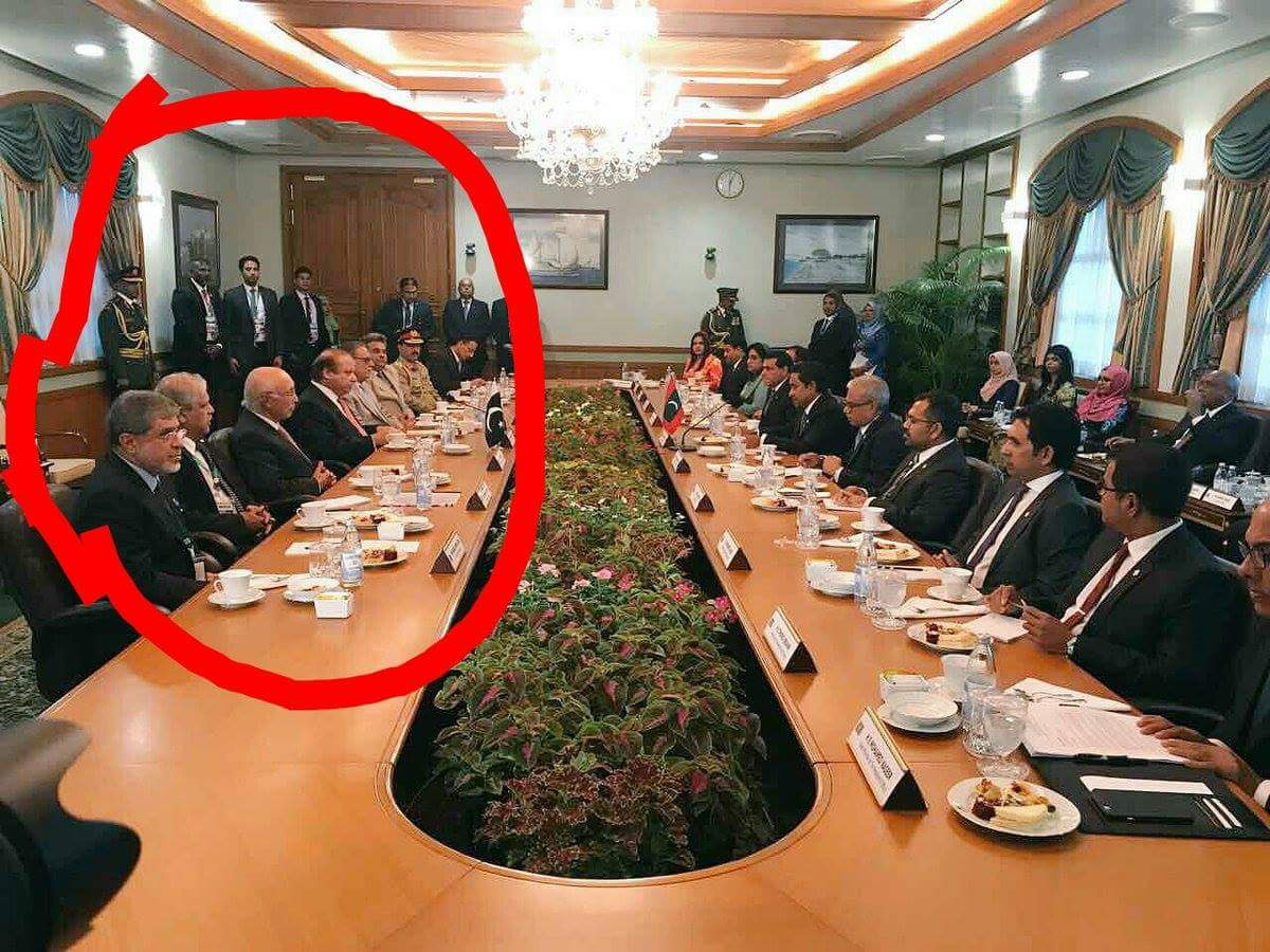 What #PervaizRasheed is doing with PM #NS in  Maldives ? #DawnLeaks<br>http://pic.twitter.com/QOa6YMSj1f