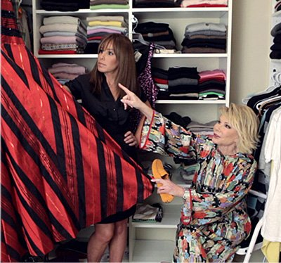 #TBT from @MelRivers: Closet organization with the Red Carpet queen herself! Love this shot from In Touch Weekly. https://t.co/YOfeZmLb4b