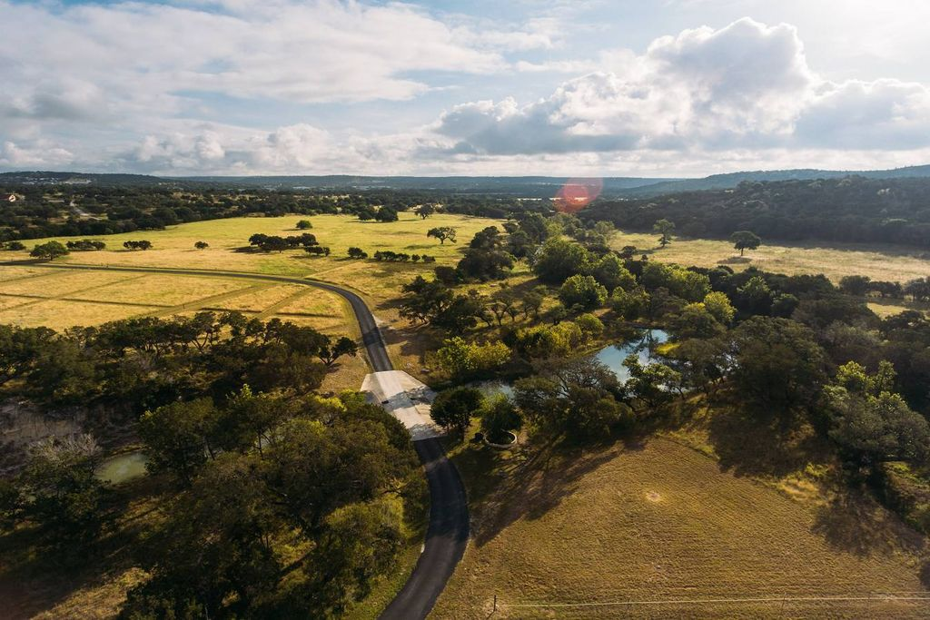 #RareEstate in #Kerrville crafted for every resident, visitor &amp; #equine. Contact @JriversJudith w/@PBco_RealEstate:  http:// bit.ly/2h60RAY  &nbsp;  <br>http://pic.twitter.com/D5Z6zkHKyV