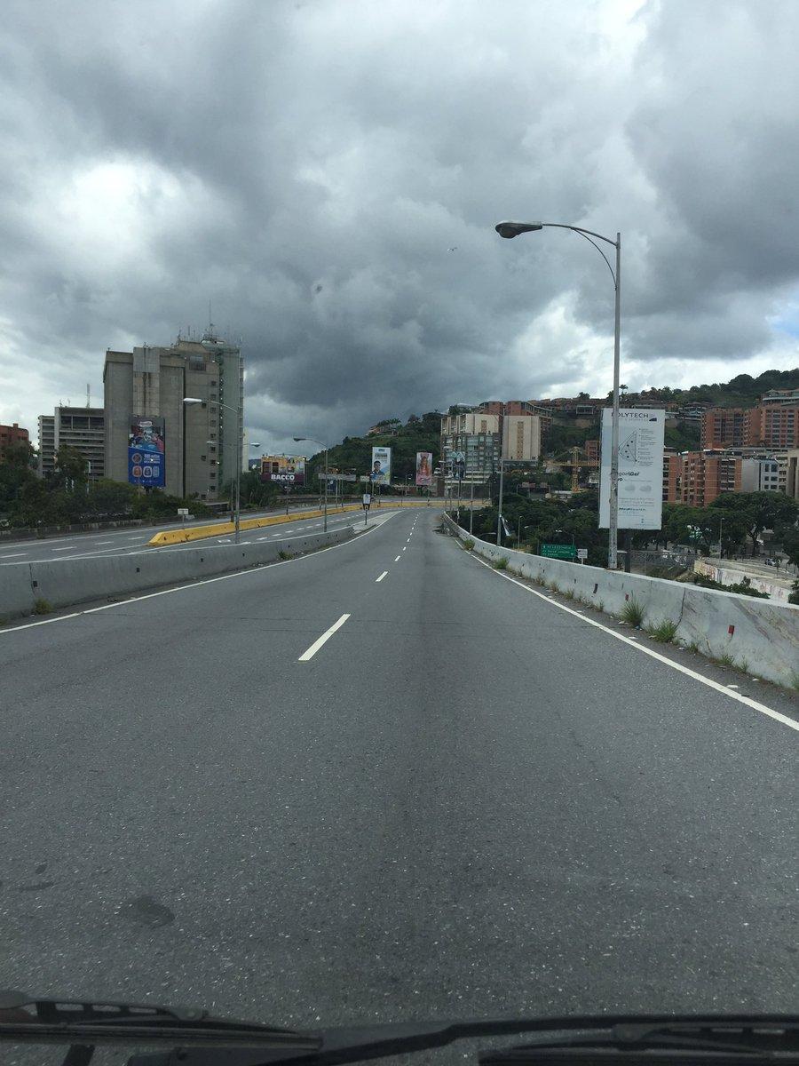 via @JciVzla: Seguimos de #ParoCivico #27J #PDE 11:34am  @traffiCARACAS https://t.co/LF8wsB1JQi #Miranda