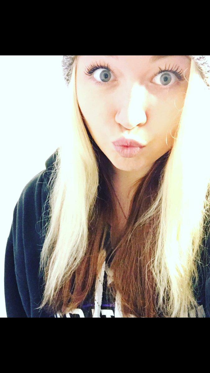 I&#39;m cute sometimes right? #cute #duckface #selfie #blueeyes #makeup #Longhair<br>http://pic.twitter.com/c88ki9tYPj