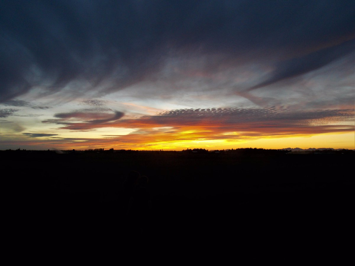 My 7 yr old son took this #sunset pic last night from #Lynden, WA. @spann @JimCantore @WeatherNation @ThePhotoHour @StormHour @NWSSeattle<br>http://pic.twitter.com/R1dqFuJ6GY
