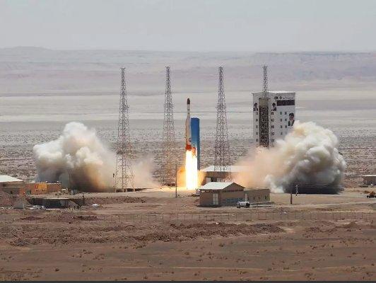Иран успешно испытал новую ракету-носитель