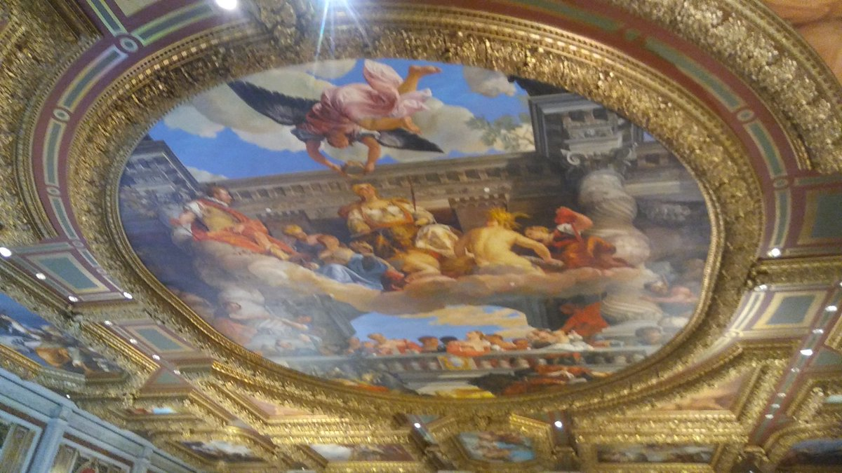 A6 #cfchat ill go w/recent fav! In #vegas there are lil glimpses of #Europe everywhere! Like @Bellagio pristine details #Awe inspiring ! <br>http://pic.twitter.com/nnInLnkgxe