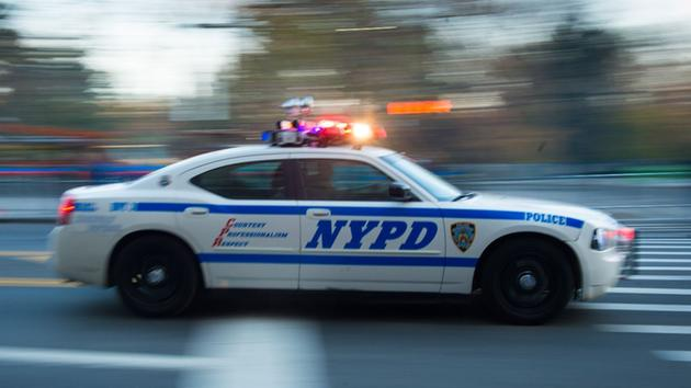 Man steals NYPD cruiser during Manhattan traffic stop, police say https://t.co/plgrXBvtU9
