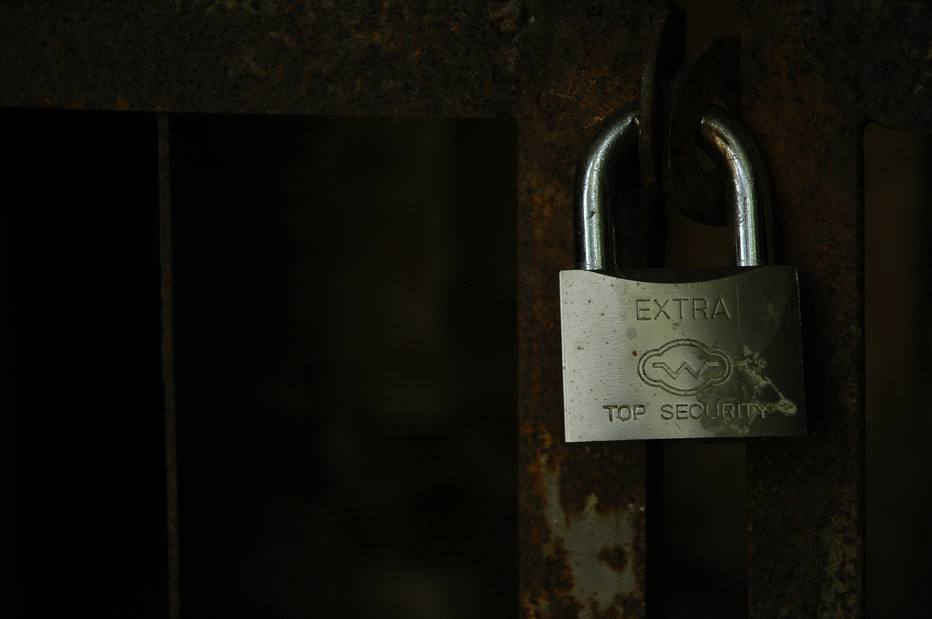 Mulher que colava cadeado de igrejas e lojas de Fortaleza é identificada  https://t.co/brqa7XJTSO