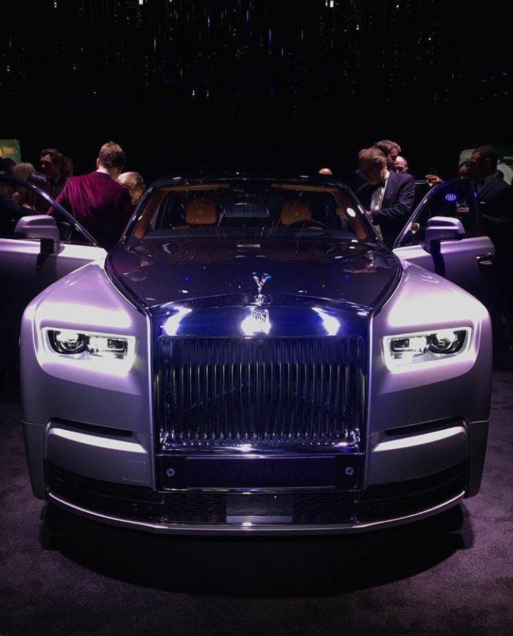 2017 - [Rolls Royce] Phantom - Page 3 DFxC_GlWsAAom3e?format=jpg