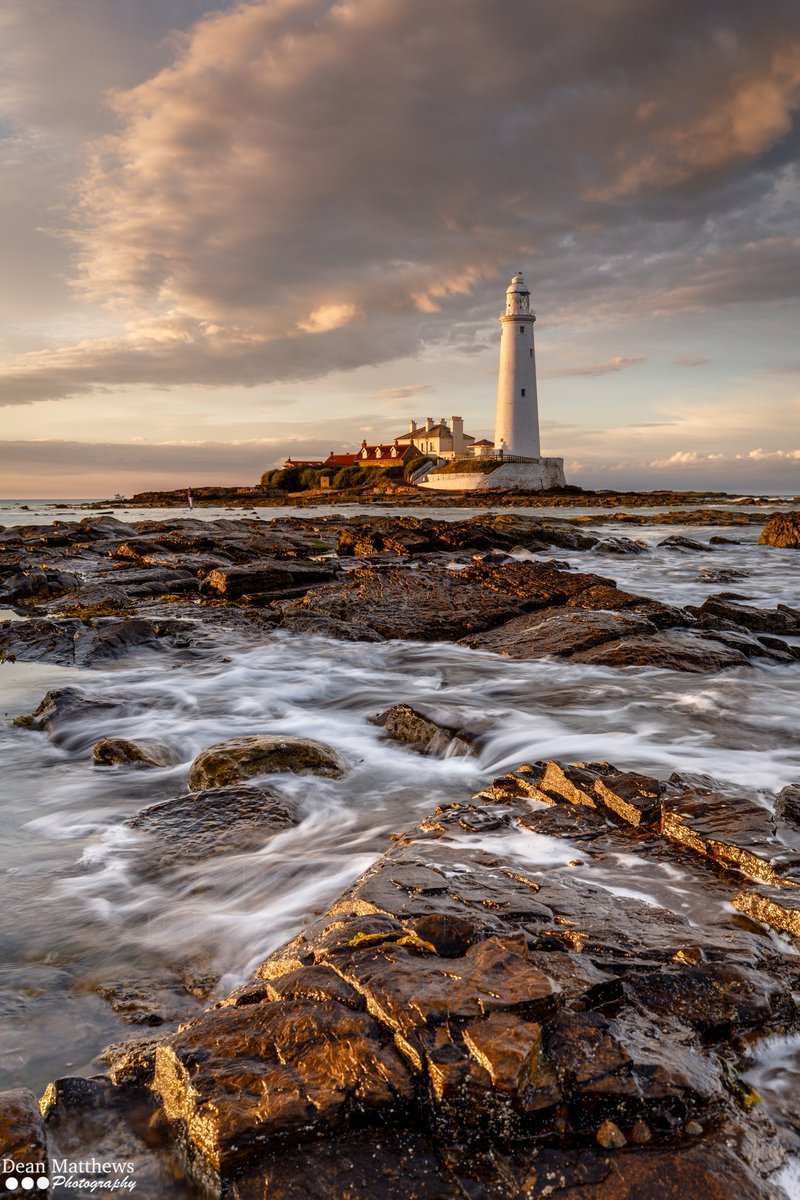 Awaiting sunset at St.Mary&#39;s Lighthouse @CanonUKandIE @LEEFilters @StormHour #Sunset #WhitleyBay<br>http://pic.twitter.com/bqAtzvGzhH