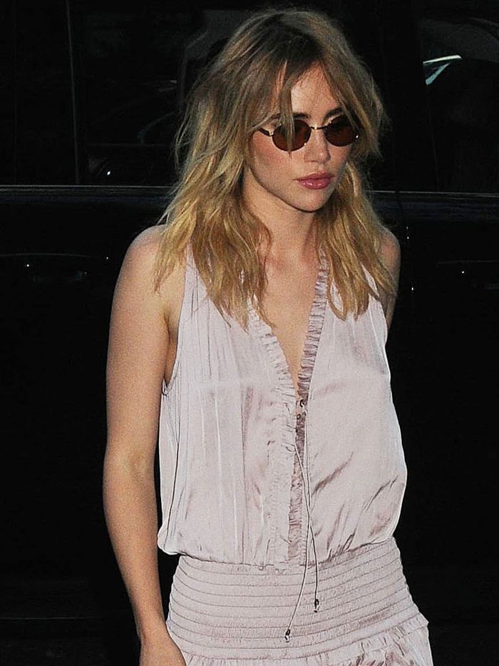 We didn't expect these shoes with this look, Suki Waterhouse https://t.co/cX8CXYojbE https://t.co/XcZt9L2sGu