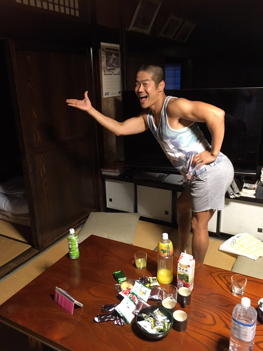 I guess I was dancing #imasinglelady ? 気持ちは #ビヨンセ ? #dancing #gay #beyoncé #踊るゲイ #温かく見守る友人たち #もちろんシラフです #酔っ払ってません #座敷わらし #座敷わらしが出る宿 #タガマヤ村