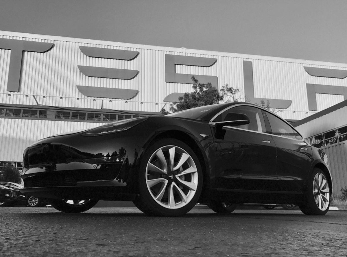Here come the Tesla Model 3s https://t.co/ocCIJNCun3