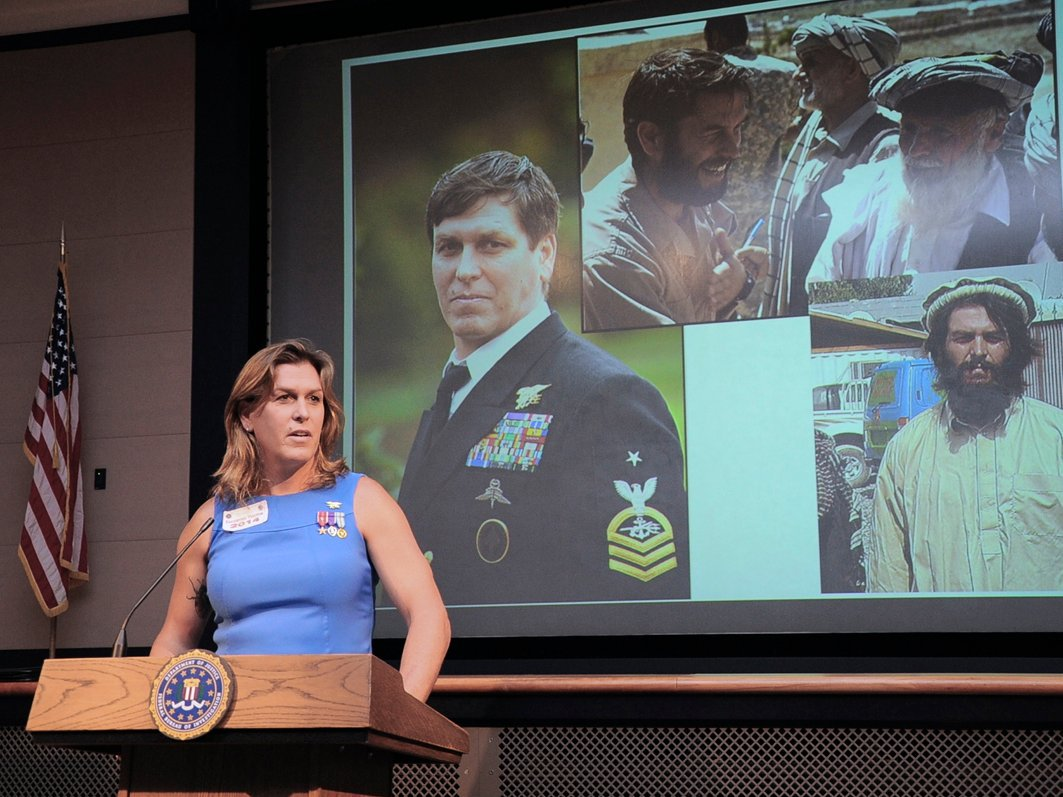 #Trans Hero, Kristin Beck speaks out against Trump #transgender ban in military  http:// ow.ly/hR6t30dXGiD  &nbsp;   #worthy #TransRightsAreHumanRights<br>http://pic.twitter.com/uWBcIqu3LN