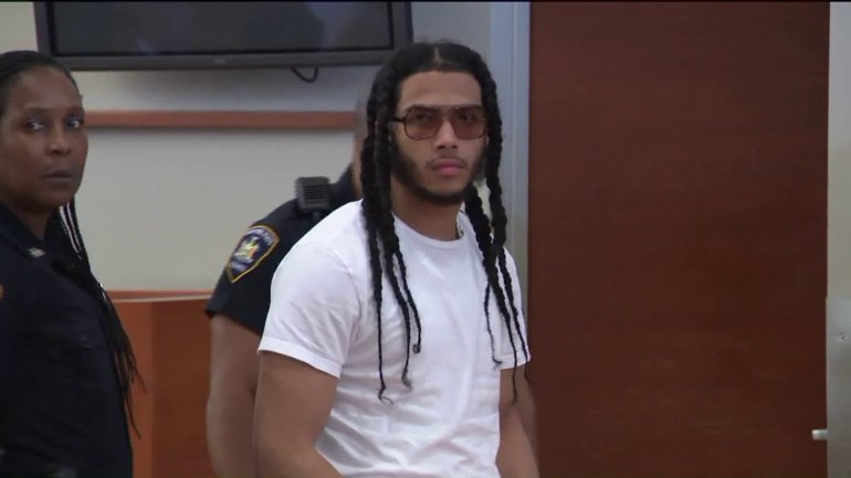 #BREAKING: Pedro Hernandez - honors student stuck behind bars for nearly a year - walks out of Rikers on bail https://t.co/6CXmzCZvhD