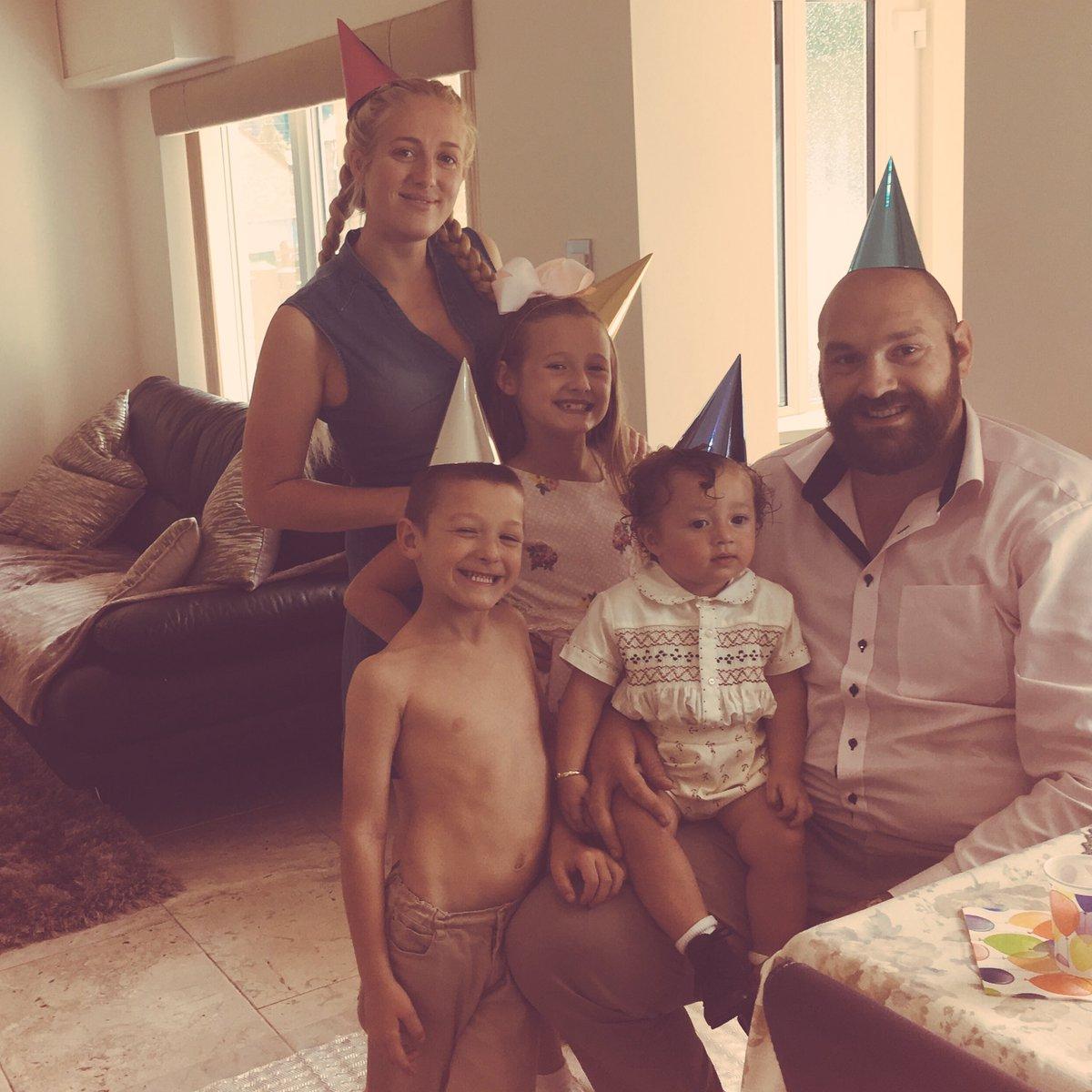 Superman Boxin On Twitter Nice Family Photo Tyson