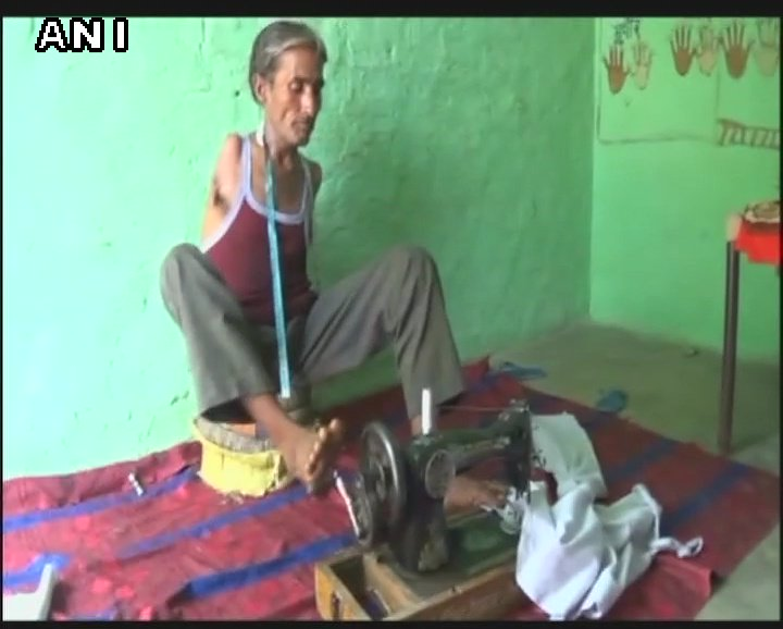 Haryana: Fatehabad man Madan Lal, born without arms, is a professional tailor, fulfills everyday needs using his feet.