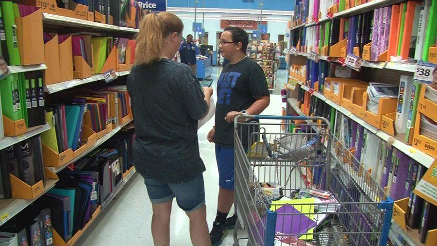 Memphis Walmart preps for tax-free weekend #wmc5 >>https://t.co/kK4CWZbbUv