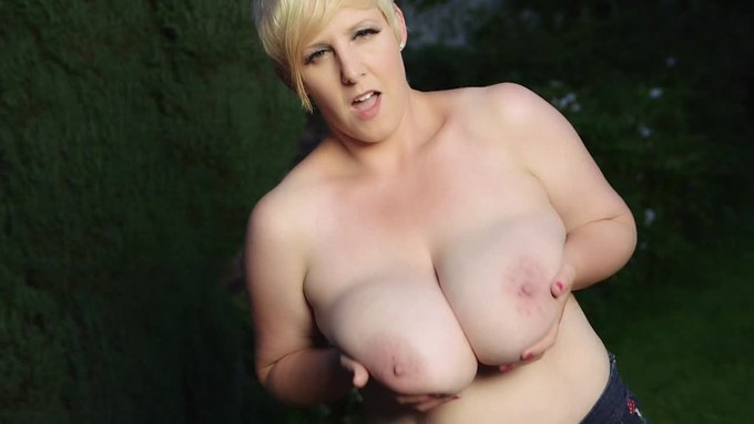 Hot vid sold! Star jumps with HUGE tits!. Get yours here https://t.co/Tas43AlrrN @manyvids #MVSales https://t