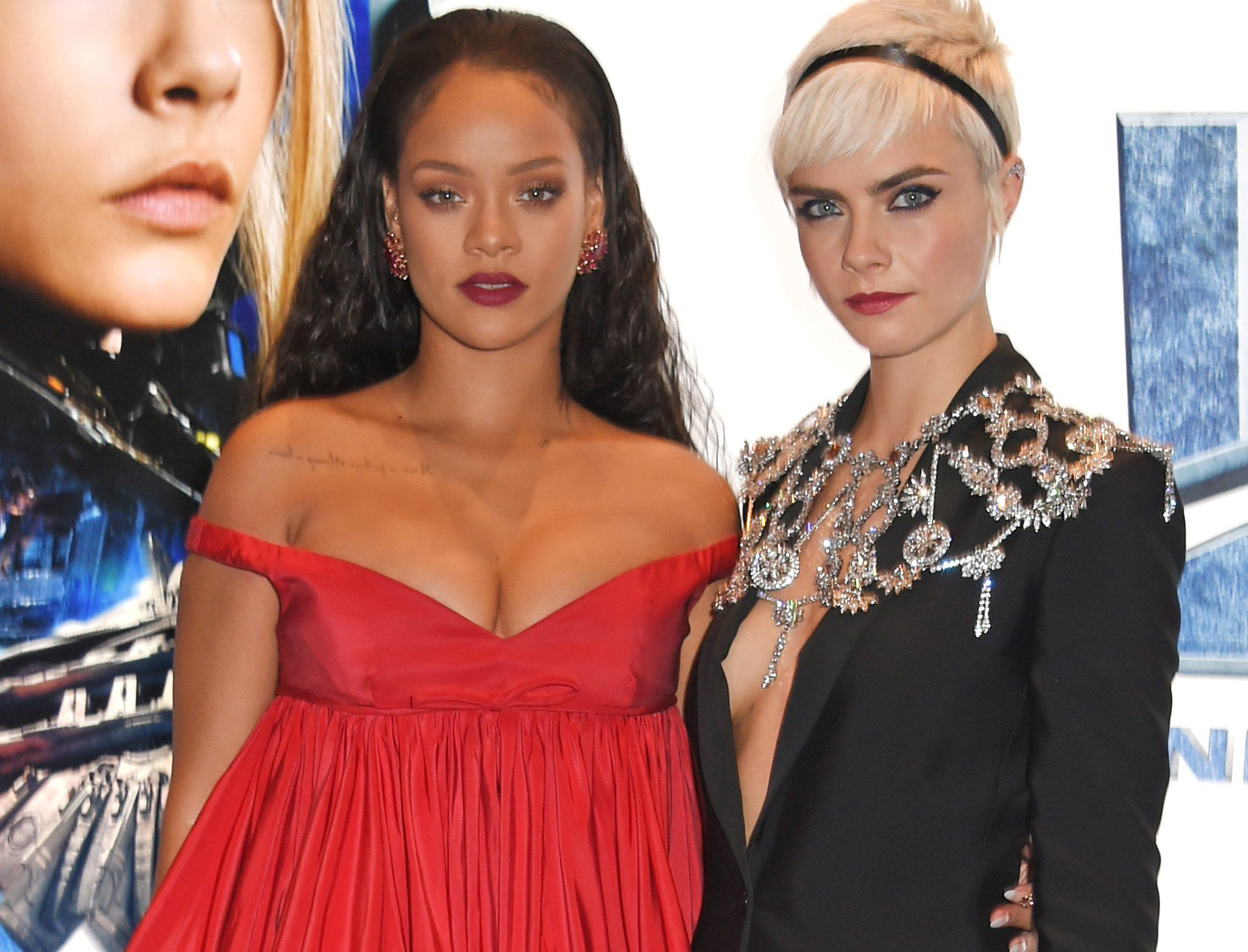 Cara Delevingne just hilariously called herself out for staring at Rihanna's cleavage: https://t.co/b865zQIX6F https://t.co/Y9NvKJZTyM