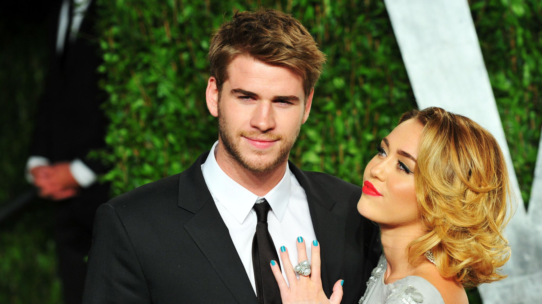 Miley Cyrus just posted a subtle tribute to her music muse Liam Hemsworth: https://t.co/Ol3iAzNWQg https://t.co/R7CfyRbTSY