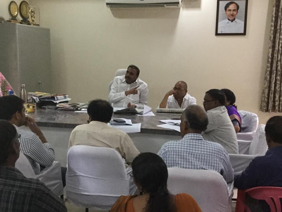 Review meeting on development works #kukatpally14B with officials and 2 division #corporators #arekpudigandhimla<br>http://pic.twitter.com/qZCNhFZG39