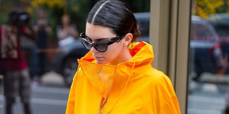 PSA: Kendall Jenner has a yellow Pac A Mac just like you https://t.co/DYOIG3E3pS https://t.co/CAiivMr2ve