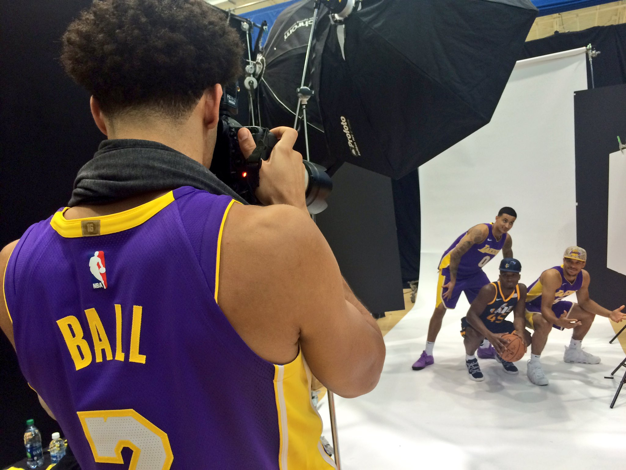 .@Lakers rook @ZO2_: @PaniniAmerica photographer. #WhoDoYouCollect #PaniniNBARookie https://t.co/ren84MWlHL