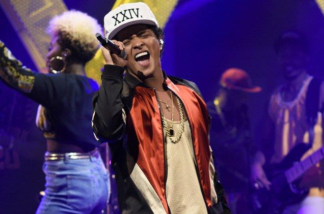 Bruno Mars' #Hooligans go head-to-head with GOT7's #IGOT7 in #FanArmyF...