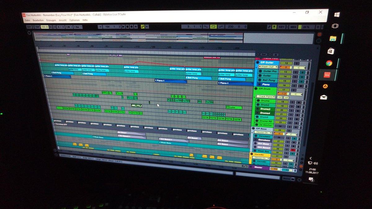 And then the bass got me. #mixdown #musicproducer #ableton #dnb #drumandbass #bass #futurebass #dnbaustria #jungle #Liquid pic.twitter.com/VK9HXlHN6Z