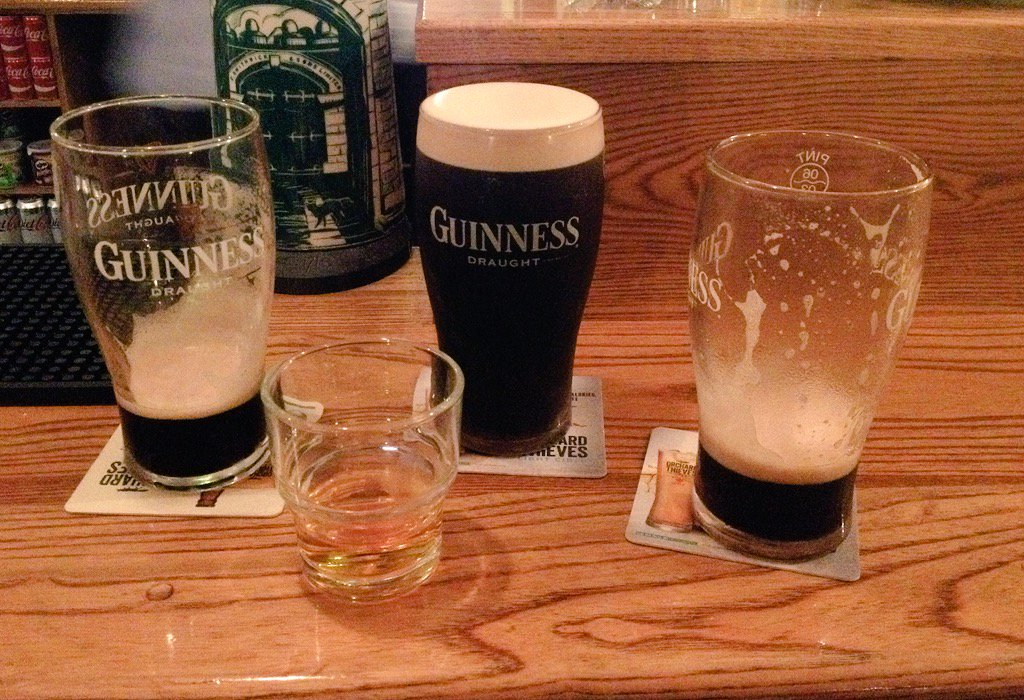 A nice Friday night at The Waterville Inn. &quot;One drink&quot; turned into....more.  #guinness  <br>http://pic.twitter.com/Vr9AIdJDJr