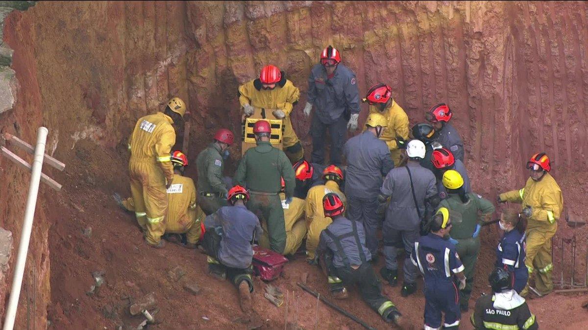 Deslizamento de terra deixa uma pessoa morta em Diadema, SP: https://t.co/xp1fHXwV1F