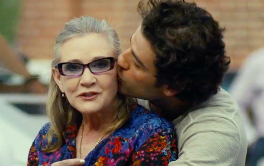 """Oscar Isaac diz que sempre dançava com Carrie Fisher nos cenários do novo """"Star Wars"""" https://t.co/gAsevixWH2"""