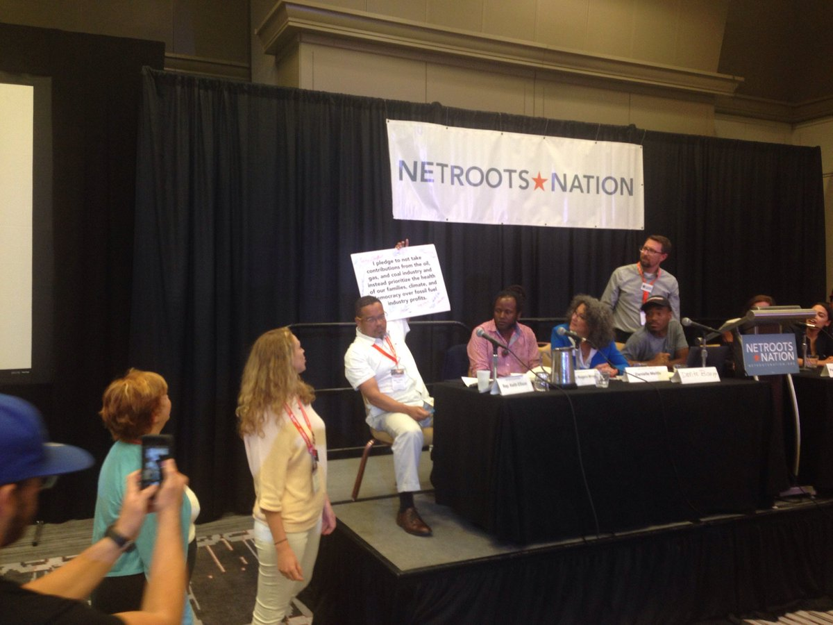 Wow! @keithellison just signed the No Fossil Fuel Money pledge at #nn17! https://t.co/XtaRT45yzH https://t.co/TJ5OyWqczE
