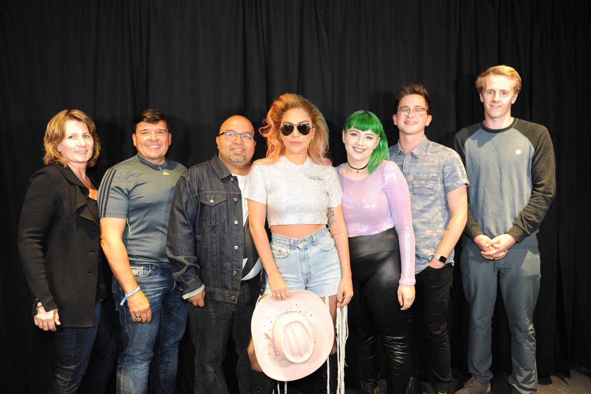 on twitter meet greet pictures from the 247 pm 11 aug 2017 m4hsunfo